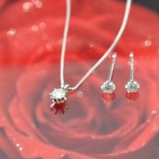 ダイヤモンド ネックレス&ピアスセット(ダイヤモンドローズの宝石箱付)