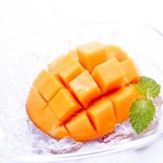 【老舗果物専門店特選】フルーツソムリエが選んだ完熟マンゴー2玉※ギフト箱入り