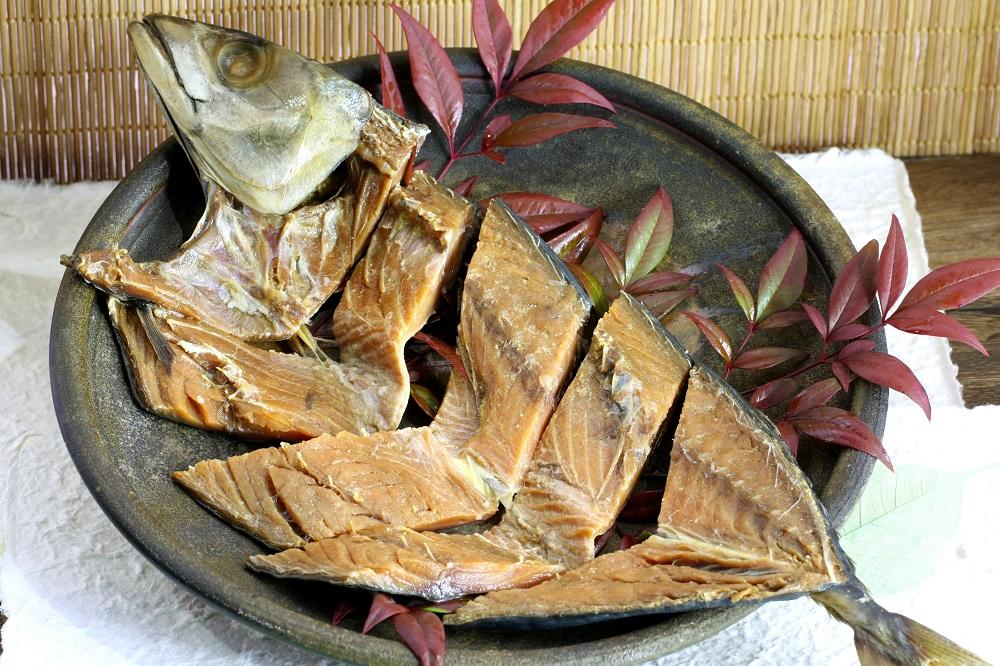 サバを塩漬けした後に米ぬかに漬け込んだ鯖へしこ