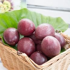 【奄美大島産】香り爽やかパッションフルーツ (2kg / 約24玉入)