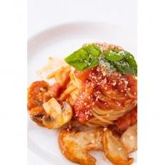フレンチレストランの2種類のソースの生パスタセット