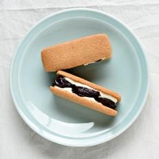 贅沢!山梨県産大粒ぶどうが入ったレーズンサンド『甲斐国サンド』