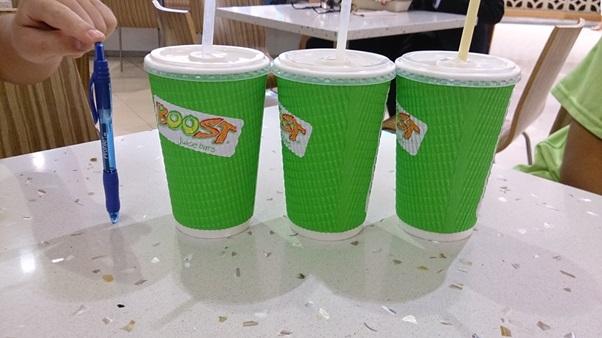 フルーツジュースは3つで1700円ほど