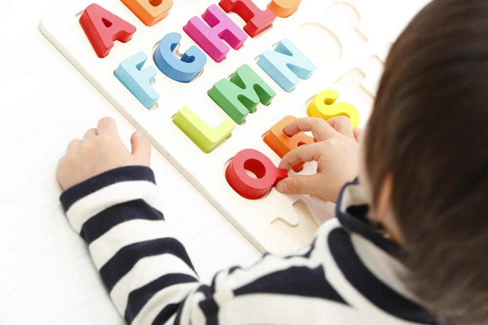 幼児、早期英語教育