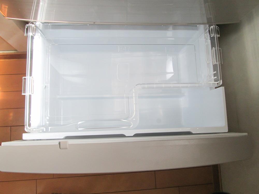 冷蔵庫の野菜室で英字新聞を使う