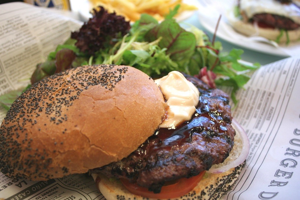 英字新聞でランチやお弁当を包む活用法