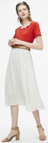 GUドット柄スカートの着用画です