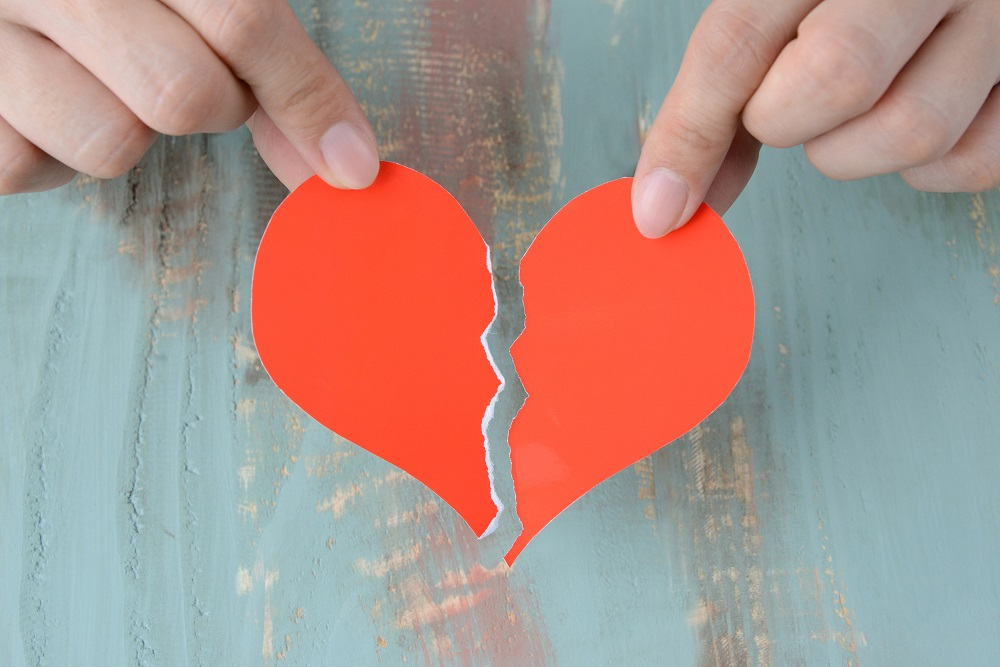 言葉や態度だけでなく、お金という存在を夫婦間に上下関係を作り、精神的な暴力が行われやすくなる