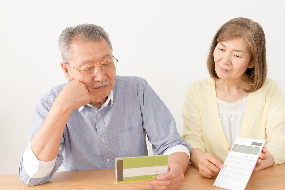 実際どれぐらいあれば老人ホームを利用できる?