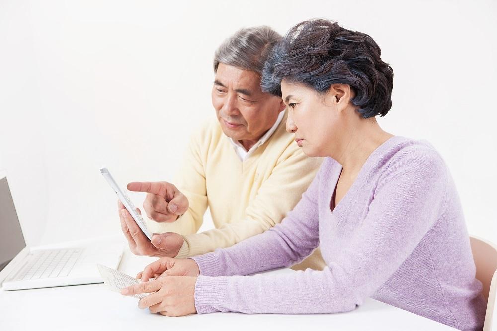 特定入居者介護サービス費を利用したい場合は、役場の介護保険担当窓口に申請し、「介護保険負担限度額認定証」の交付を受ける