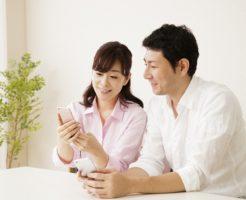 夫婦でアプリを使ってお金の管理