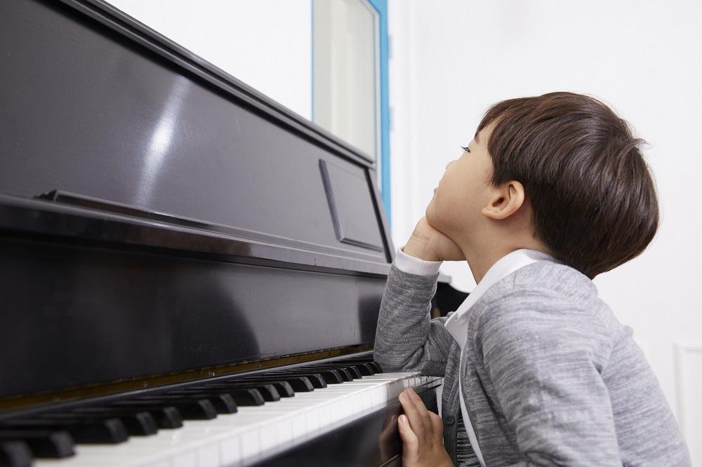 ピアノを習わせる