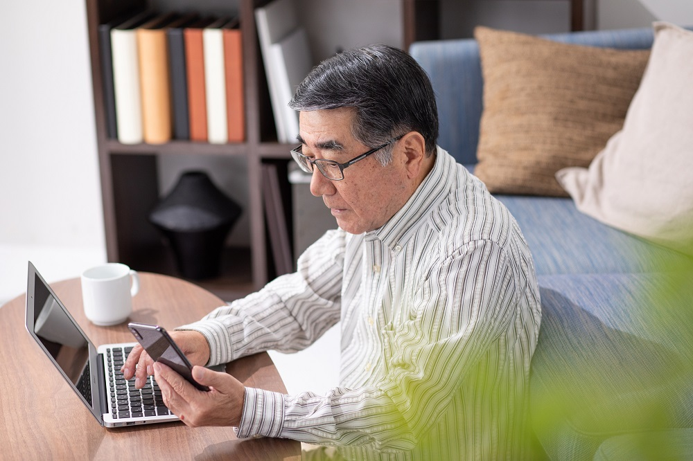 【妻に先立たれた夫の年金受給】自身の「老齢厚生年金」と妻の「遺族厚生年金」のどちらを受給すべきか
