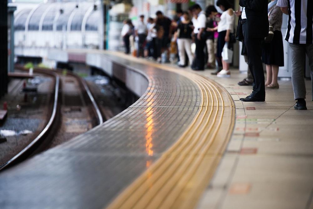 通勤で電車を使うと貧乏になる